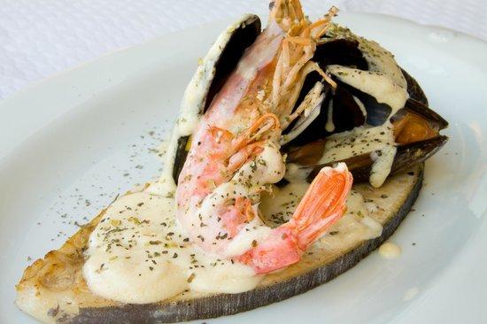 Restaurante Yantar: Emperador con salsa al cava con mejillones y gambas