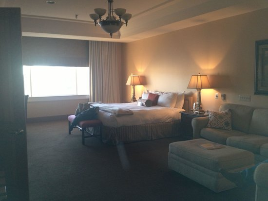 Haywood Park Hotel : Huge room! Very nice to relax in.