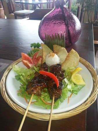 Touloulou Bar and Restaurant: Filipino Chicken Inasal (chicken kebab)
