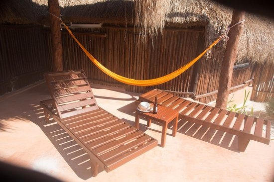 Retiro Maya: Private terrace with beds and hammock