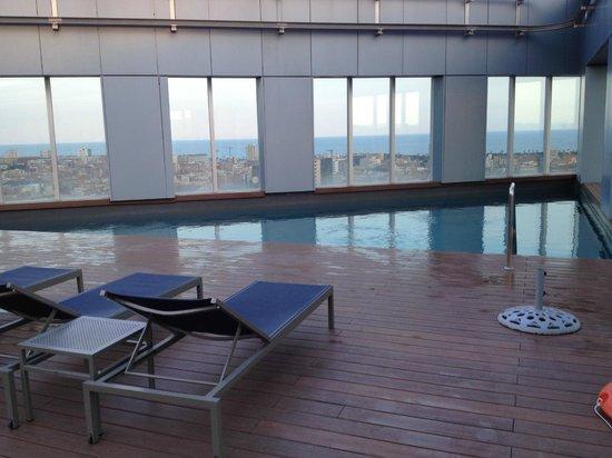 Novotel Barcelona City: Pool am Dachgeschoss