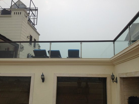 Country Inn & Suites by Radisson, Amritsar, Queens Road : Pool Deck