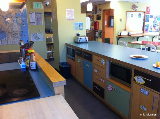 Hostelling International Seattle at American Hotel: cooking area
