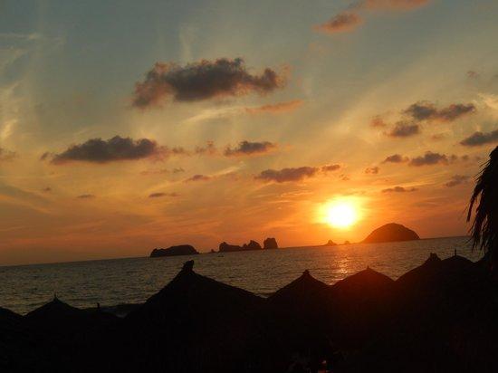 Sunscape Dorado Pacifico Ixtapa: Sunsets are gorgeous