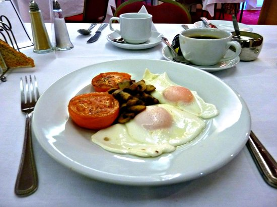 Wensum Valley Hotel Golf and Country Club: One of many delicious breakfasts