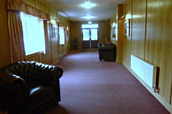 Wensum Valley Hotel Golf and Country Club: sunfilled entrance hall