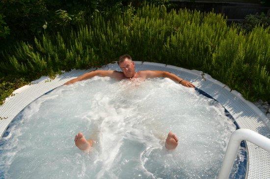 Hotel Lazise: Lækkert pool område med spa