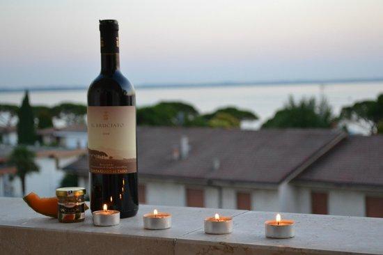 Hotel Lazise: uhmmm god vin