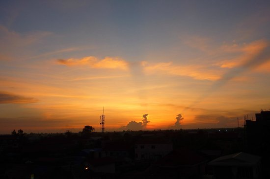 Bopha Pollen Hotel: One of the amazing sunsets from our room