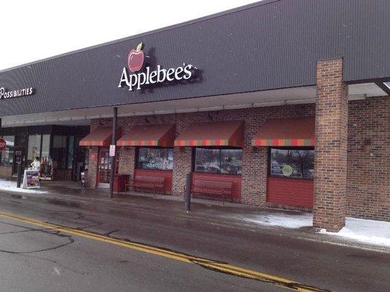 Applebee's : Outside of restaurant
