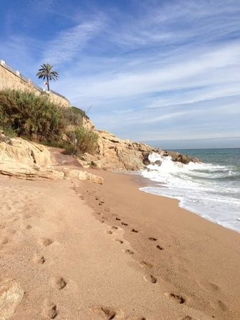 H·TOP Calella Palace : Deserted beach