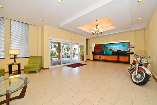 Lexington Inn & Suites: Lobby