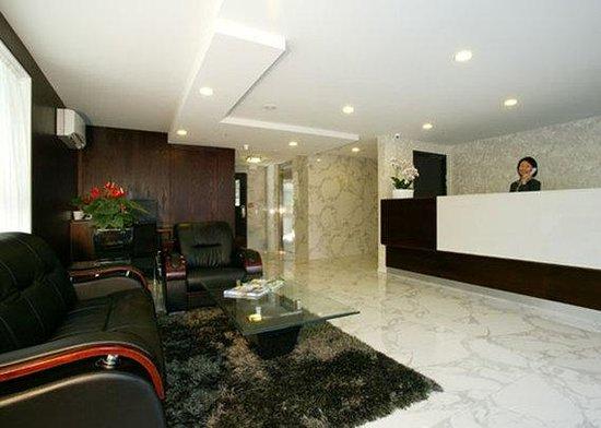 Quality Suites Alexander Inn: Reception Lobby