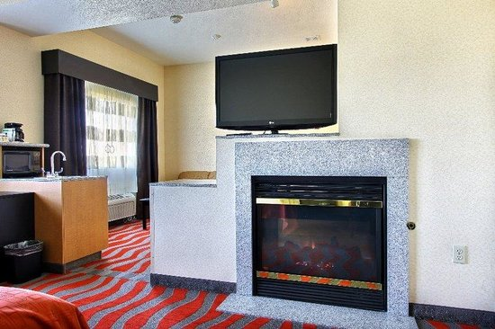 Holiday Inn Express & Suites Boise West - Meridian : Getaway Jacuzzi Suite Holiday Inn Express Boise Meridian Idaho