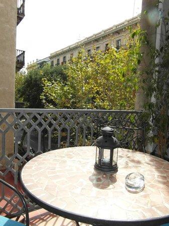 Hostal Center Inn: Vista de la calle lateral desde el balcón