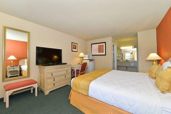 Lexington Inn & Suites: One Queen Bed