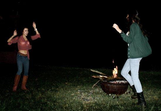 Rancho El Reencuentro: Bailando con la fogata