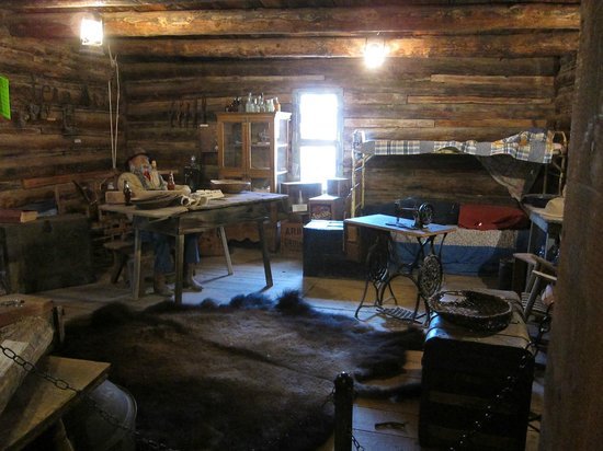 Geronimo Springs Museum: Cabin from the inside