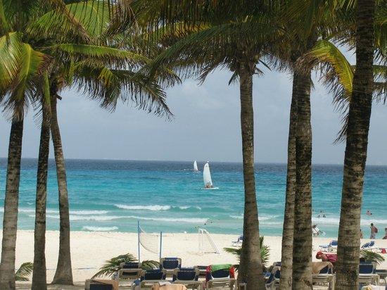 Hotel Riu Palace Riviera Maya: Beach View while sitting under palm tree on lounge