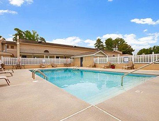 Days Inn Alexander City: Pool