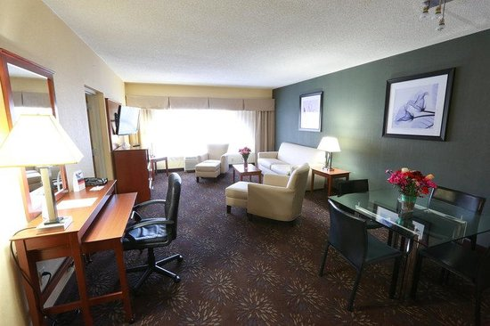 Holiday Inn Express Hotel & Suites West Chester : Superior Room