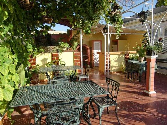 Roy's Terrace Inn: terraza