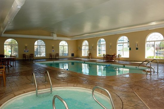 The Townhouses: Indoor Pool