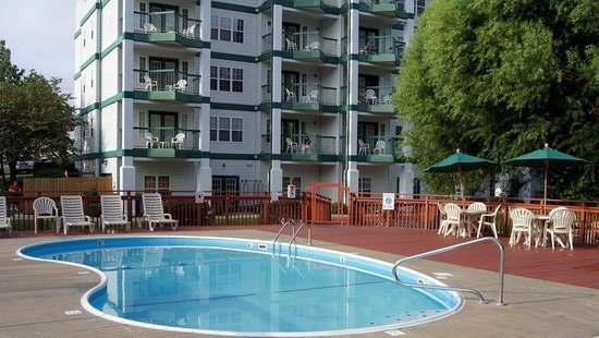The Townhouses: Outdoor Pool