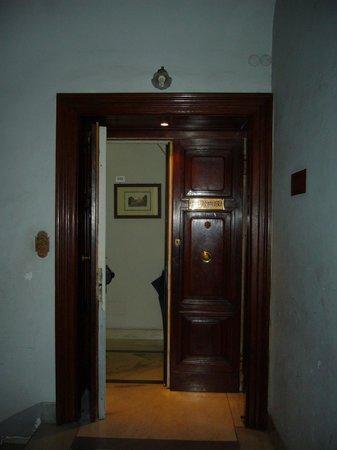 Hotel Primavera : Puerta de ingreso al hotel