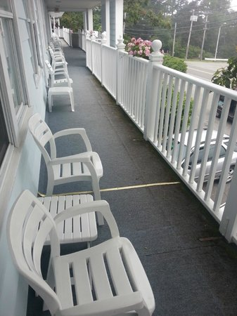 Days Inn Bar Harbor: View of the Upstairs Balcony
