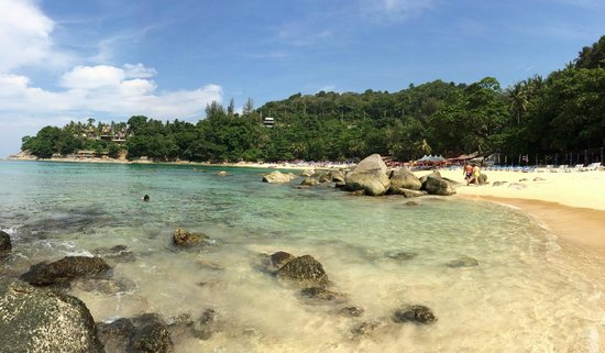 Laem Sing Beach: Clear water