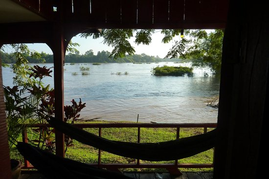 Mama Leuah Guesthouse: View of the Mekong from Bungalow #5