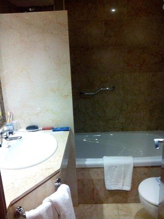 Hotel Agir : baño