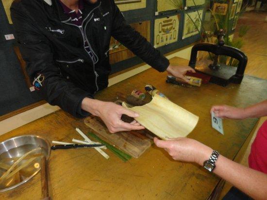 Egypt Papyrus Museum: Papyrus making