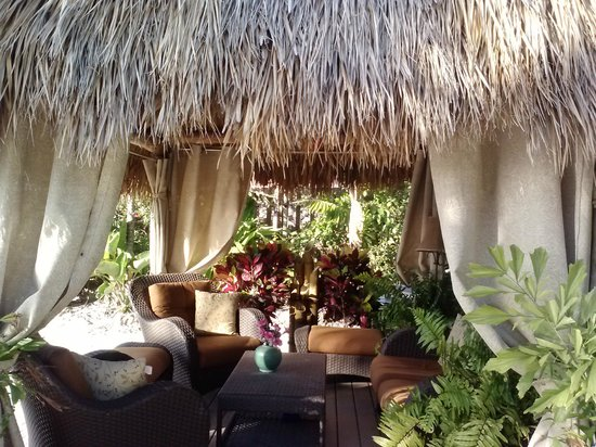 Island Bay Resort : Lush Tiki hut with comfy chairs and fountain