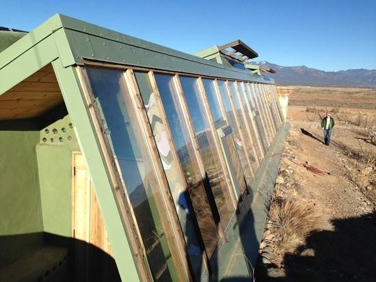 Earthship Biotecture : taking advantage of southern exposure