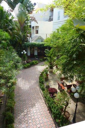 Mali Namphu Guest House: Gardens
