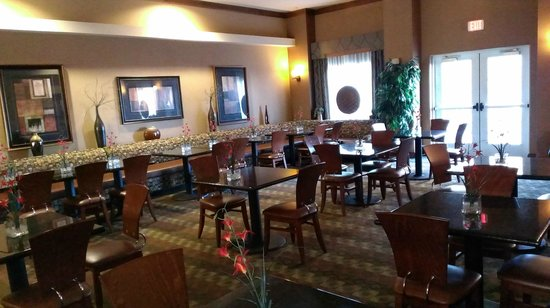 Homewood Suites by Hilton Fayetteville : dining area