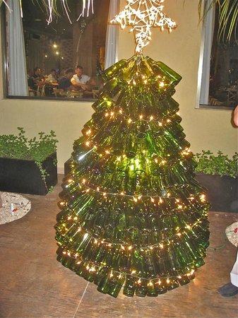Sensimar Seaside Suites & Spa: Wine bottle Christmas tree