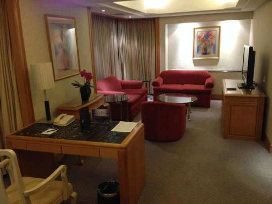 Carlton Hotel Singapore: Living room