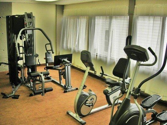 Dartmouth Oceanview Hotel: Fitness Room