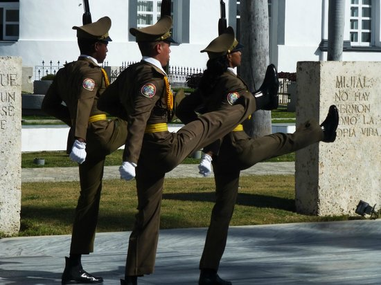 Santa Ifigenia Cemetery: Changing of the Guard