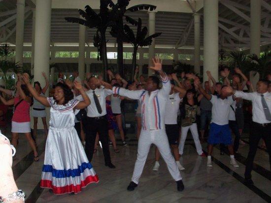 Grand Bahia Principe El Portillo: dance au départ