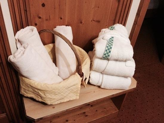 Klein Fein Hotel Viertlerhof: finezza i nostri accappatoi e quello di bebe'