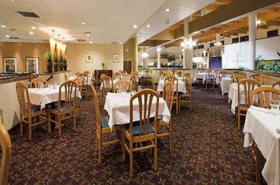 The Garden Plaza Hotel : Bistro Du Cayennes Dining