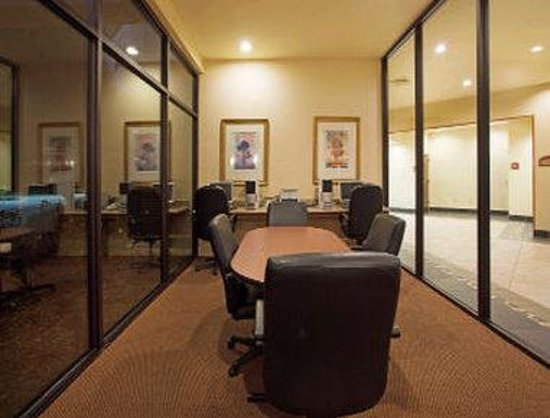 Ramada Lafayette Conference Center: Business Center