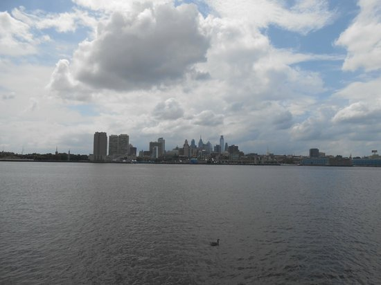 Adventure Aquarium: looking at the Philly skyline outside the aquarium entrance
