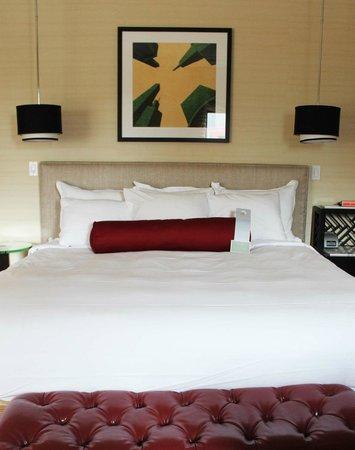 Renaissance Blackstone Chicago Hotel: comfy bed! Gorgious room!