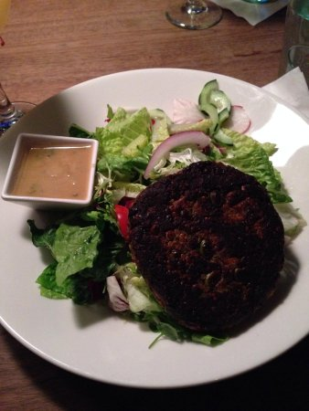 Max Burger: Veggie burger salad