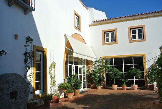 Albergaria do Calvario : Front entrance